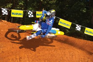 RM-Z450M0_action02